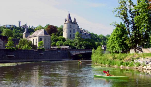 Kayak down the Ourthe with Adventure Valley Durbuy, view of the Durbuy castle