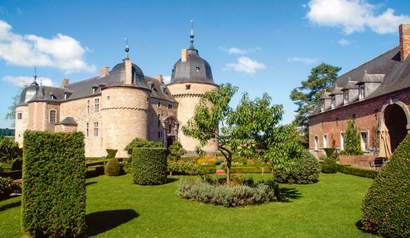 Discover the castle of Lavaux-Sainte-Anne, in the province of Namur